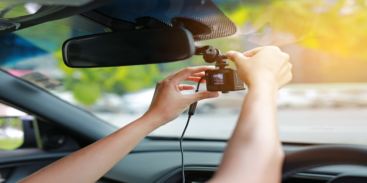 Why Are So Many People Installing Front & Rear Dashcams to Their Cars?