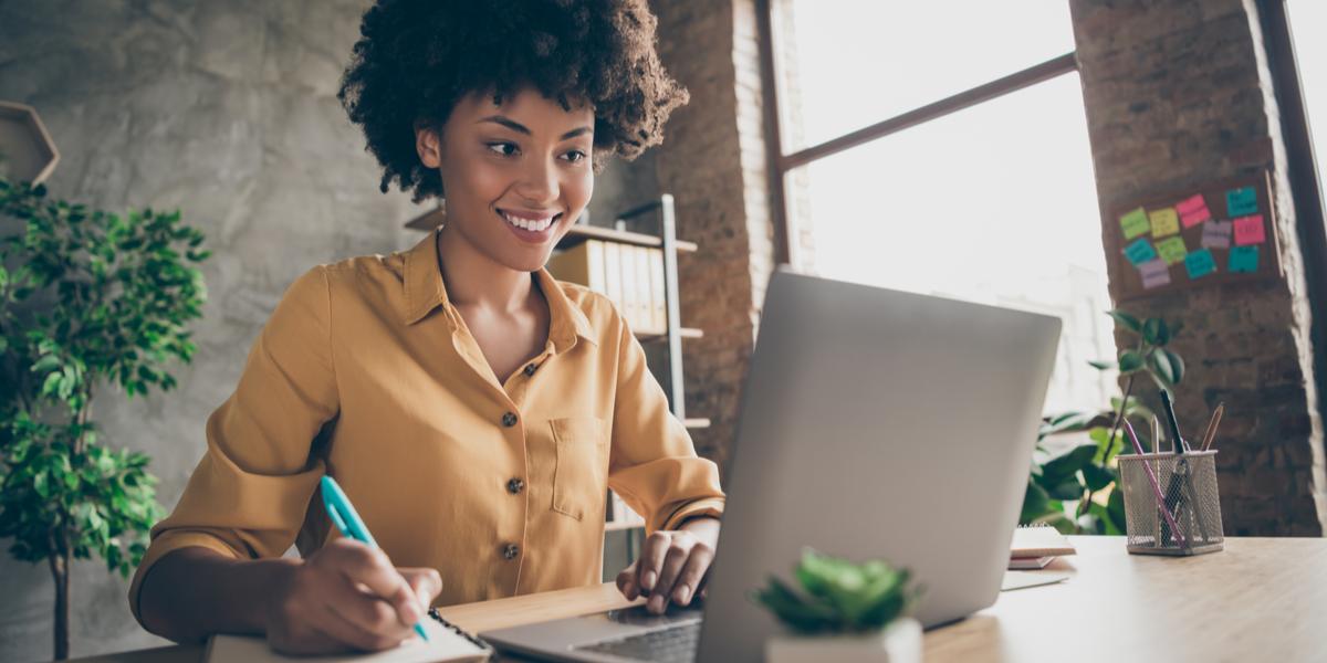 Employee taking video-based regulatory compliance training online.
